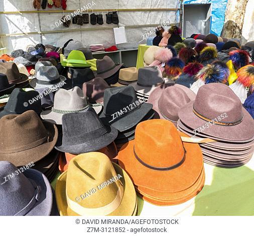 Sombreros. Mercado de El Rastro. Madrid, Spain