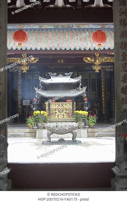 Decorative urn in a courtyard of a temple