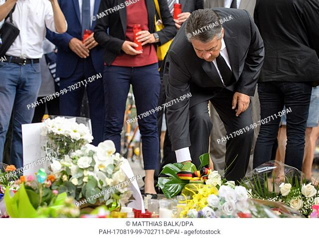 The German Foreign Minister Sigmar Gabriel lays down flowers in remembrance of the victims of the terrorist attack at the Las Ramblas promenade in Barcelona