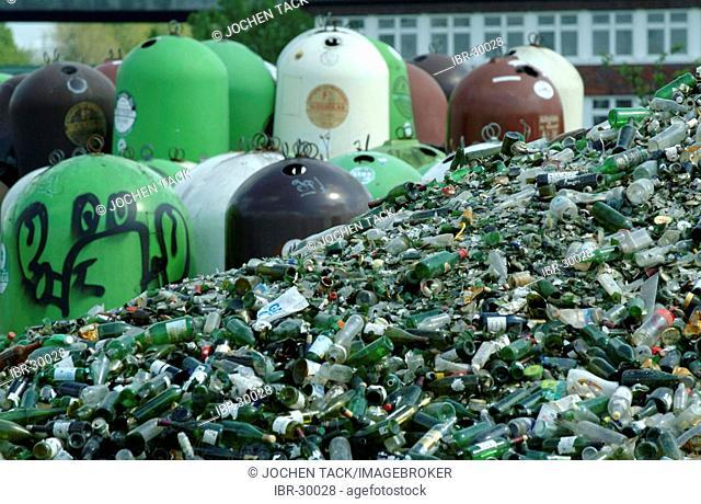 DEU, Germany, Essen: Glass recycling, bottle bank