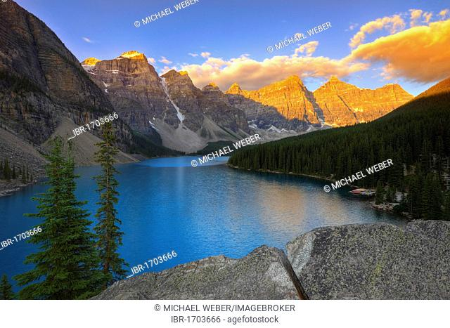 Moraine Lake in the morning, Wenkchemna Range, Valley of the Ten Peaks, Banff National Park, Canadian Rocky Mountains, Alberta, Canada