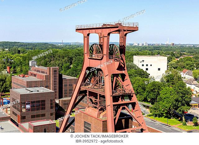 UNESCO World Heritage Site Zeche Zollverein, Red Dot Design Museum, Doppelbock headframe, shaft 12, Zollverein-Kubus building, Essen, North Rhine-Westphalia