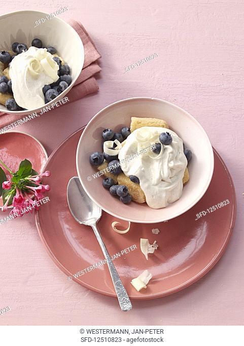 White chocolate tiramisu with blueberries