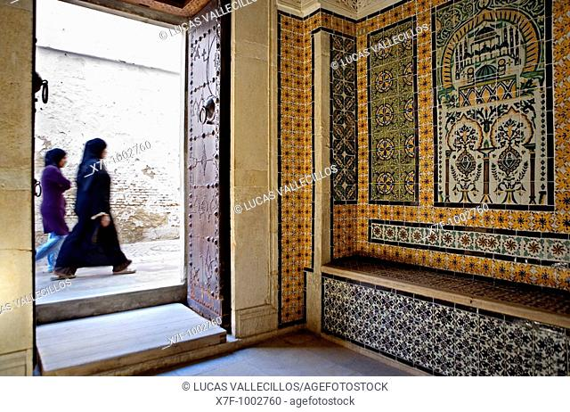Tunez: Kairouan Rue S Gueriani, as seen from Koranic school of Sidi el Ghariani