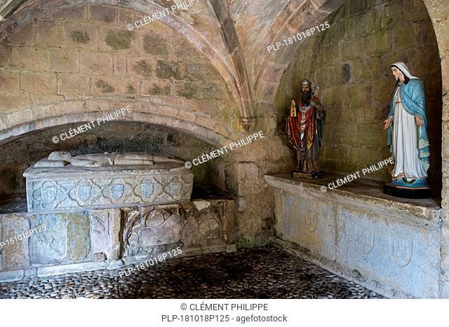 Sarcophagus in cloister of Cathédrale Sainte-Marie / Cathédrale Notre-Dame de Saint-Bertrand-de-Comminges cathedral, Haute-Garonne, Pyrenees, France