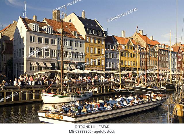 Denmark, Copenhagen, Nyhavn,  Häuserzeile, promenade, tourists,  Canal, ships,  Capital, fisher quarter, riparian promenade, houses, house facades, colorfully