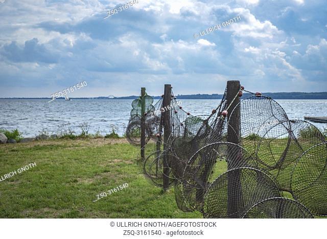 Suspended fishing nets in Nyord Havn on Nyord Island, Denmark, Scandinavia, Europe. Aufgehängte Fischernetze im Hafen von Nyord auf der Insel Nyord, Dänemark