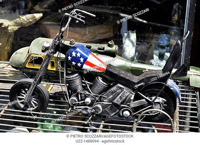 Seoul (South Korea): miniature of an American 'chopper' sold in the 'antique alley' of Insadong