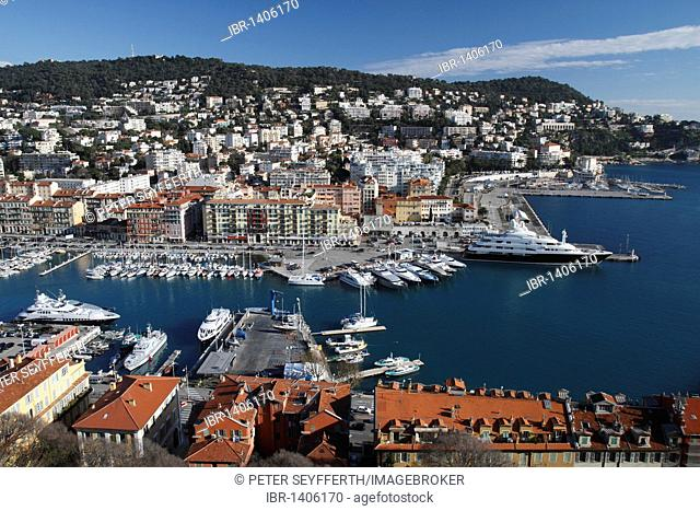 Port, seen from the castle hill, on the right the yacht Sarafsa, in the rear Mont Boron, Nice, Alpes Maritimes, Région Provence-Alpes-Côte d'Azur