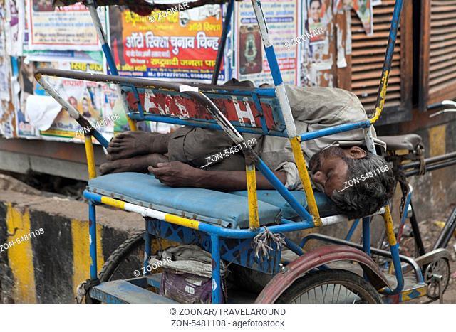 Schlafender Rikschafahrer, Dehli, Indien