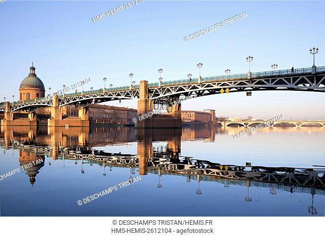 France, Haute Garonne, Toulouse, Saint Pierre bridge, Grave Saint Joseph Hospce