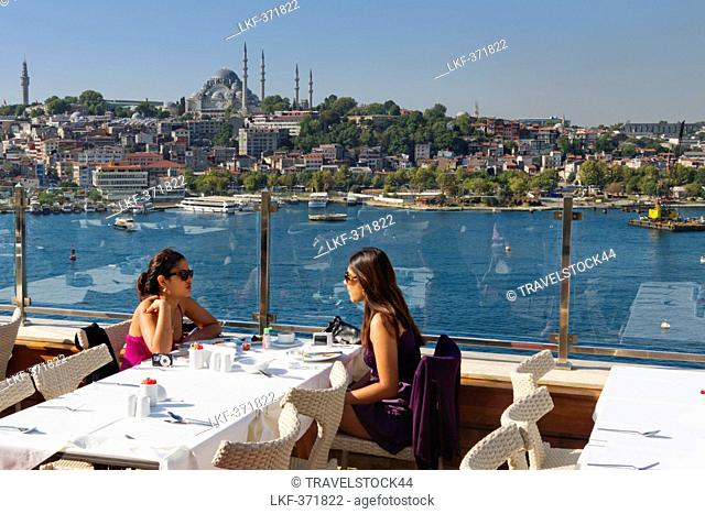 People on roof top terasse of Golden City Hotel, Suleymaniye mosque in the background, Istanbul, Turkey, Europe