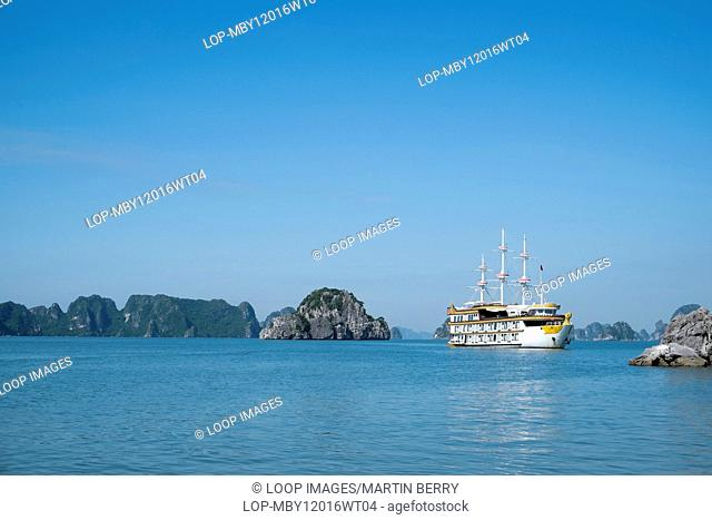Cruise ship in Bai Tu long bay in Vietnam