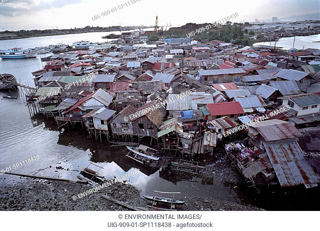 SLUM, PHILIPPINES. Cebu City.These families are too poor to buy homes inland with access to clean water. They are forced to build makeshift houses along...