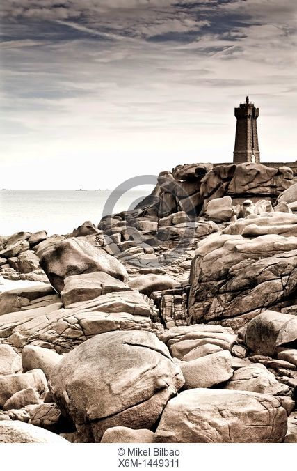 lighthouse and coast landscape  Ploumanach  Pink granite coast  Perros-Guirec Breton: Perroz-Gireg is a commune in the Côtes-d'Armor department in Bretagne in...