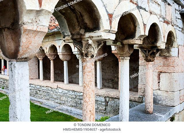 Italy, Veneto, Verona province, San Giorgio di Valpolicella, cloister of the Pieve of San Giorgio di Valpolicella or Ingannapoltron (7th to 8th century)