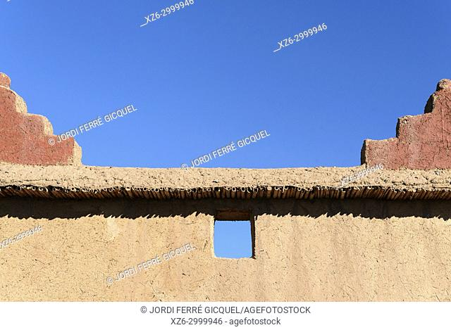 Typical adobe wall, Palmeraie de Skoura, Skoura, Morocco, Africa