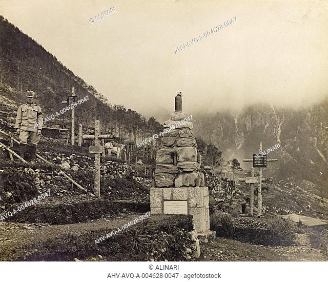 Album National Association of Combatants Italian section of Lausanne. Photographs offered by the mutilated War Bruno Cuttings of Gorizia: Austrian cemetery on...