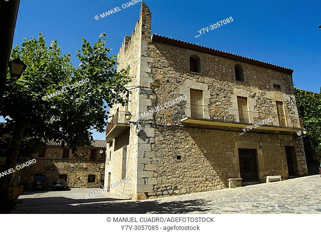 Scala Dei, integrada en Montsant, que es una denominación de origen establecida en 2002 e integrada por los municipios y bodegas que, hasta esa fecha