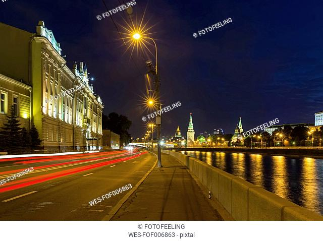 Russia, Moscow, Kremlin, Street at the Moskva river with view of the Kremlin