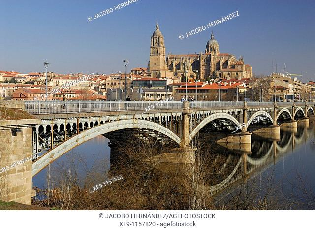 Salamanca. Cathedral and the bridge over the Tormes river. Castilla y Leon. Spain