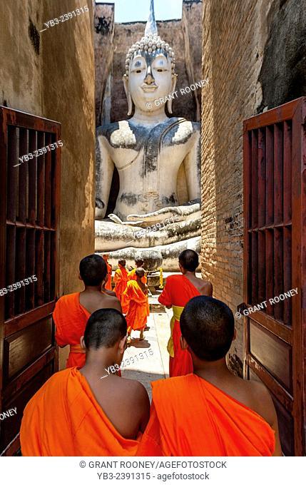 Novice Monks At Wat Si Chum, Sukhothai, Thailand