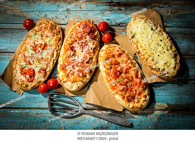 A spatula and baking paper Stock Photos and Images | age