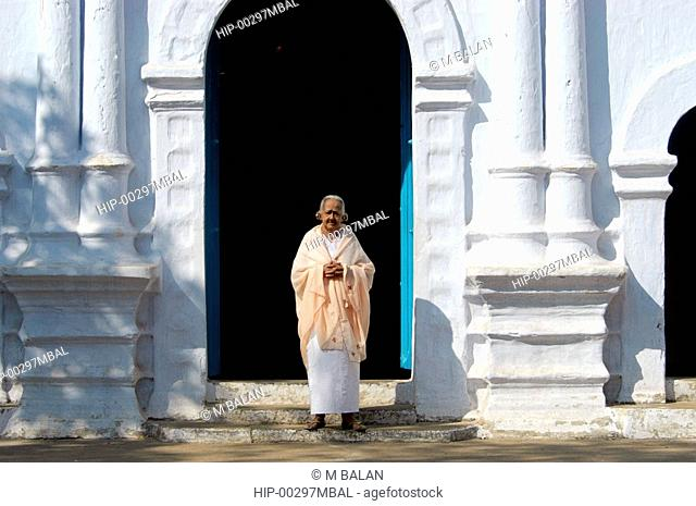 GRANDMA IN TRADITIONAL KERALA CHRISTIAN ATTIRE IN FRONT OF OLD CHURCH, NEAR KUMBALANGHI, KOCHI