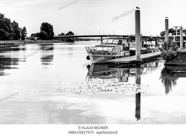 boat jetty in the Saône, Mâcon, Départements Saône-et-Loire, region Burgundy, France