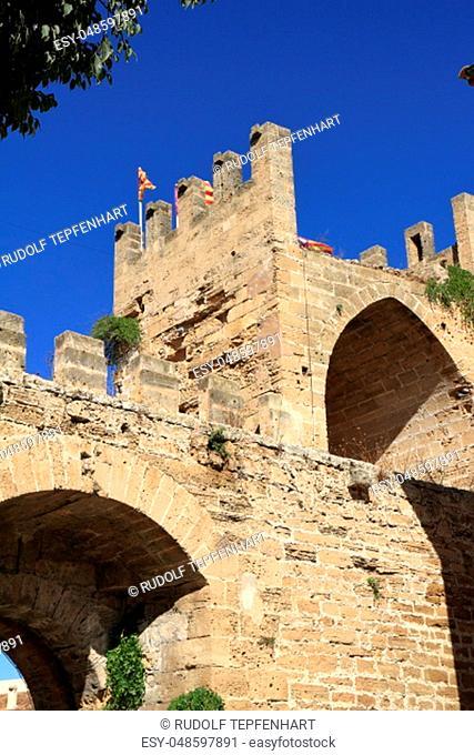 Porta del Moll, Main gate to the old town of Alcudia, Mallorca, Balearic Islands, Spain