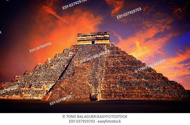 Chichen Itza pyramid El Templo Kukulcan temple Mexico Yucatan photo-illustration