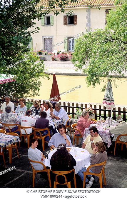 France, Aude, World Heritage Site, Trebes, Auberge du Moulin and Canal du Midi