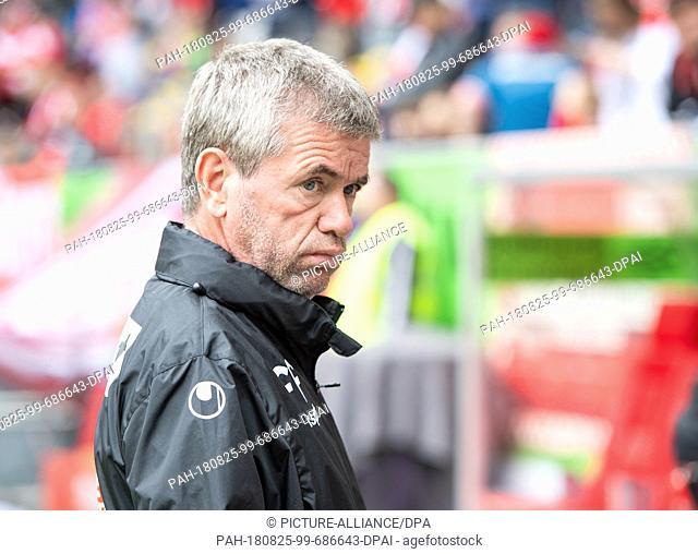 25 August 2018, Germany, Duesseldorf: Soccer, Bundesliga, Fortuna Duesseldorf vs FC Augsburg: 1st day of play in the Merkur Spiel-Arena