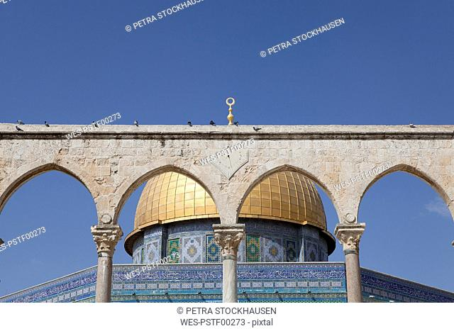 Israel, Jerusalem, Dome of the rock, golden cupola, Corinthian arches