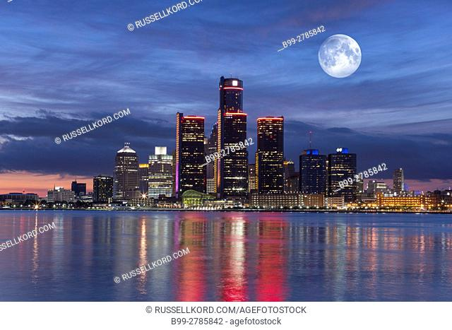 RENAISSANCE CENTER TOWERS DOWNTOWN SKYLINE DETROIT RIVER DETROIT MICHIGAN USA