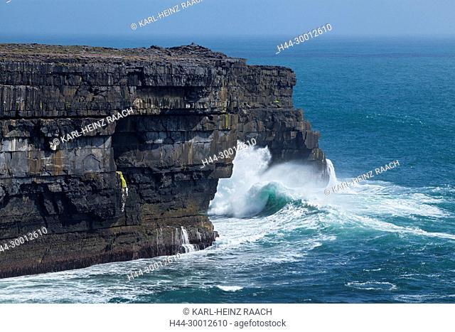 Irland, Steilküste auf der Insel Inishmore, Aran-Inslen, County Galway