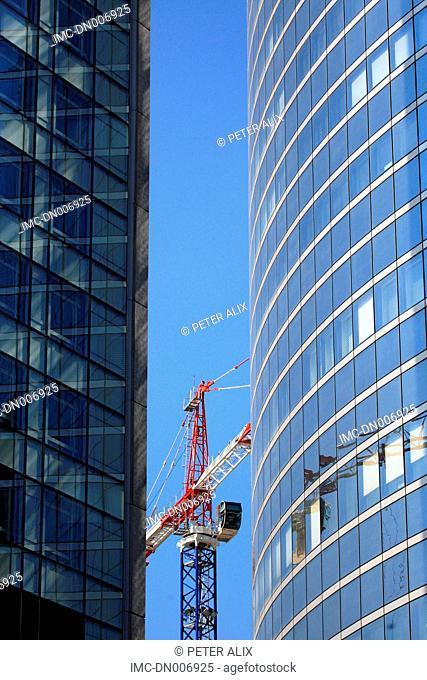 France, Ile de France, Paris, la défense, crane between two buildings