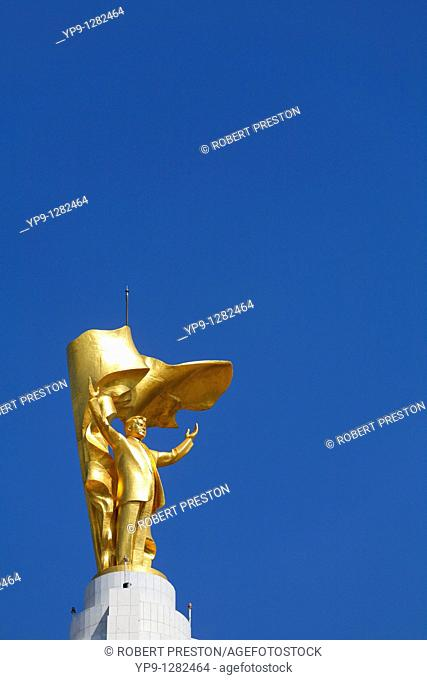Turkmenistan - Ashgabat - Independence Square - the golden Niyazov statue on top of the Arch of Neutrality