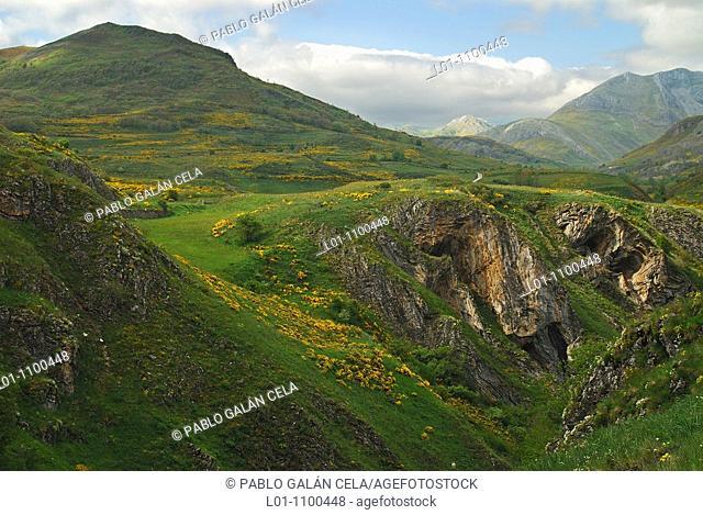 Cantabrian Mountains, Villablino near León, bridge to the Doves