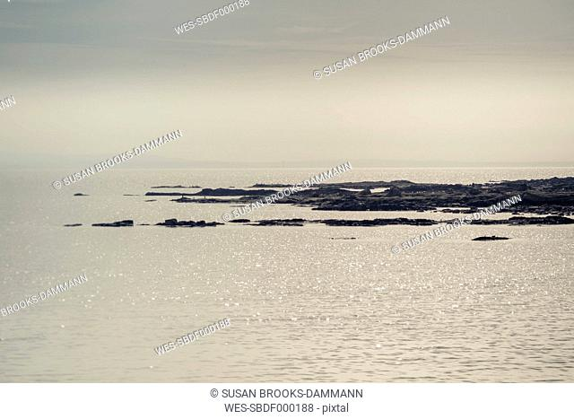 Great Britain, Scotland, Fife, Anstuther, glittering sea