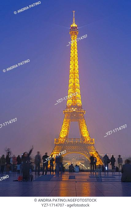 A beam of light from the Eiffel Tower invites visitors to sit and enjoy the show from the Esplanade du Trocadero