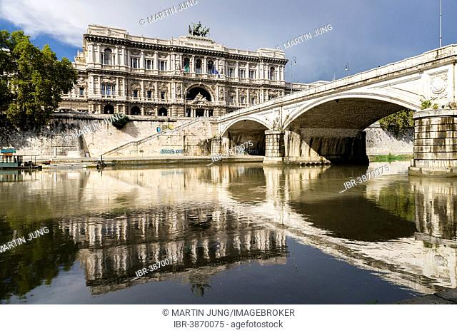 The Palace of Justice or Palace or Justice, architect Guglielmo Calderini, the Ponte Umberto I, architect Angelo Vescovali, Tiber, Rome, Lazio, Italy