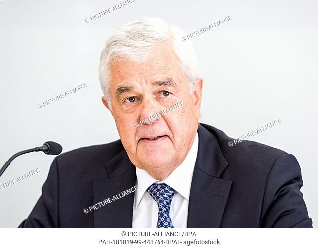 19 October 2018, Hamburg: Frank Horch (non-party), Transport Senator of Hamburg, speaks during a press conference on the conference of transport ministers of...