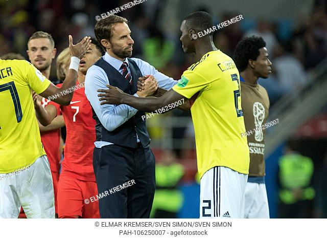 Gareth SOUTHGATE (left, coach, ENG) shakes hands with Cristian ZAPATA (COL), thanks, comforting, consoling, comforting, frustrated, frustrated, late