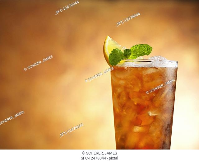 Arnold Palmer cocktail with iced tea and lemonade