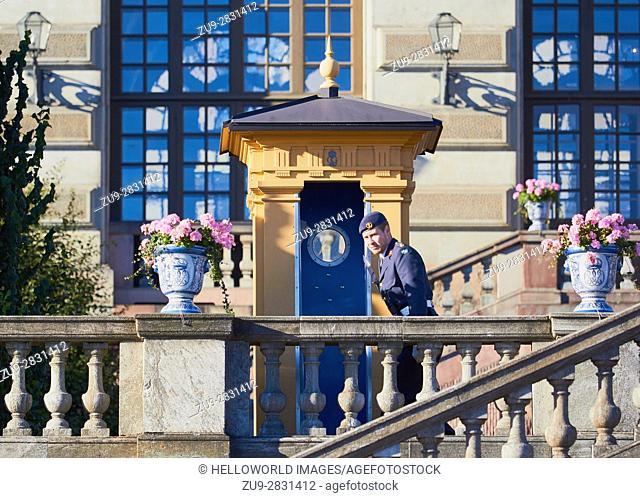 Soldier on duty, Royal Palace (Kungliga Slottet) Gamla Stan, Stockholm, Sweden, Scandinavia