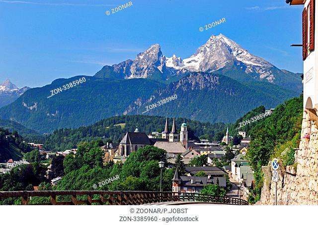 Blick auf Berchtesgaden mit dem Watzmann im Hintergrund / View of Berchtesgaden an the Watzmann