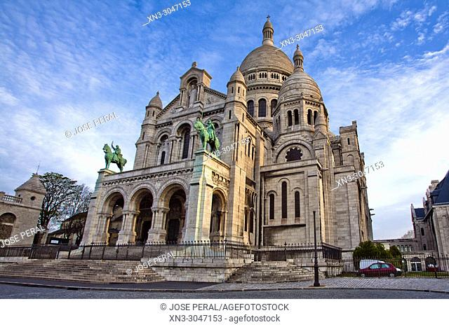 Basilica of the Sacred Heart of Paris, Sacré-Cœur Basilica, Montmartre, 18th arrondissement, Paris, France, Europe