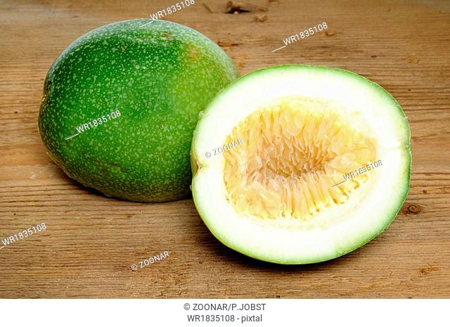 Unreife Maracuya / Unripe passion-fruit