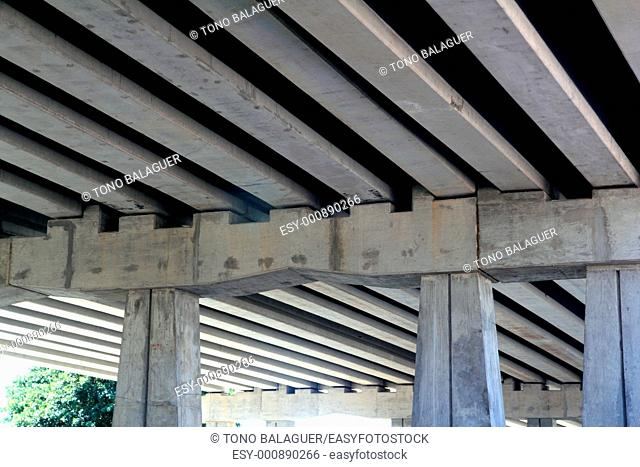 bridge engineery beams and concrete columns